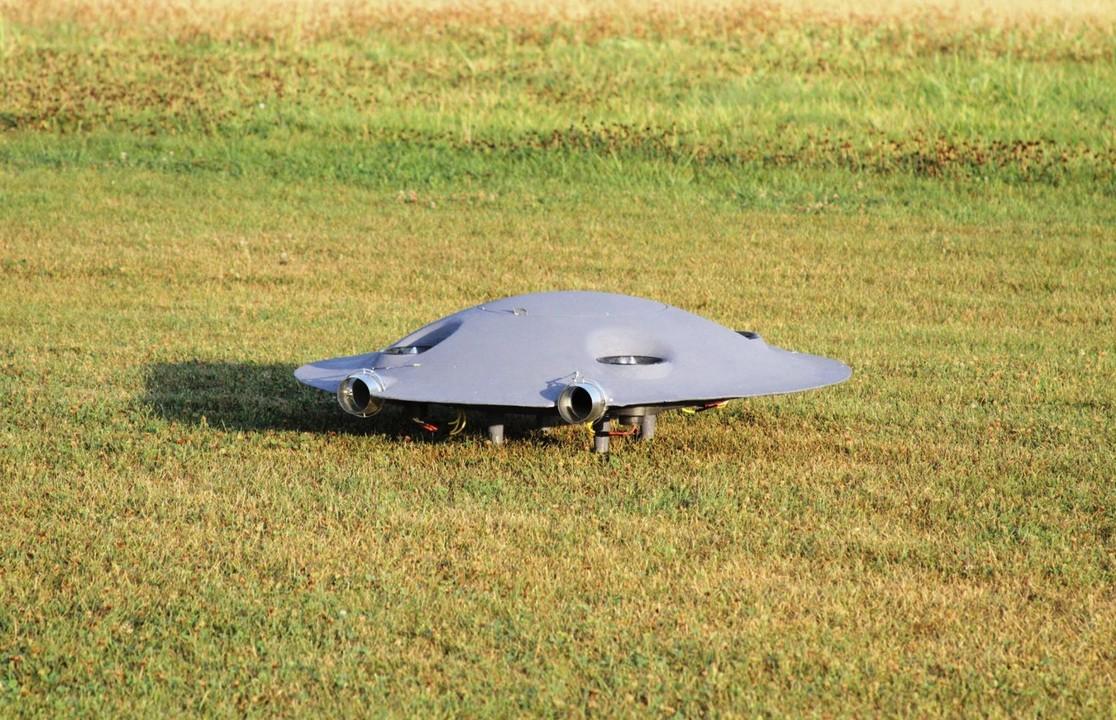 宇宙人かしこい。ドローンをUFO型にすると効率よく飛ぶことが判明