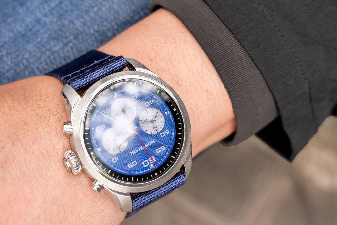 腕時計のグレード競争に参加できるスマウォ:Montblanc Summit 2レビュー