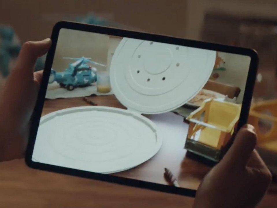 Appleが新CMを公開。ピザ箱の再発明にAppleプロダクトは役立つのか…?