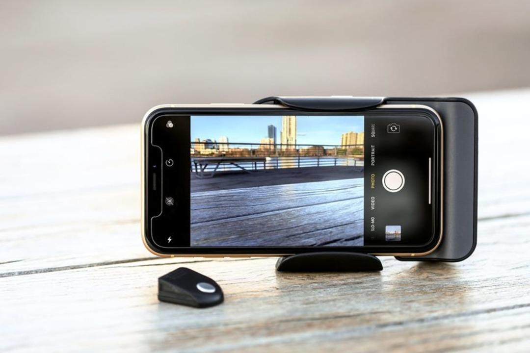 残り1日! 無線充電搭載で長時間撮影もできるスマホ用アタッチメント「PhotoGrip Qi」が終了間近