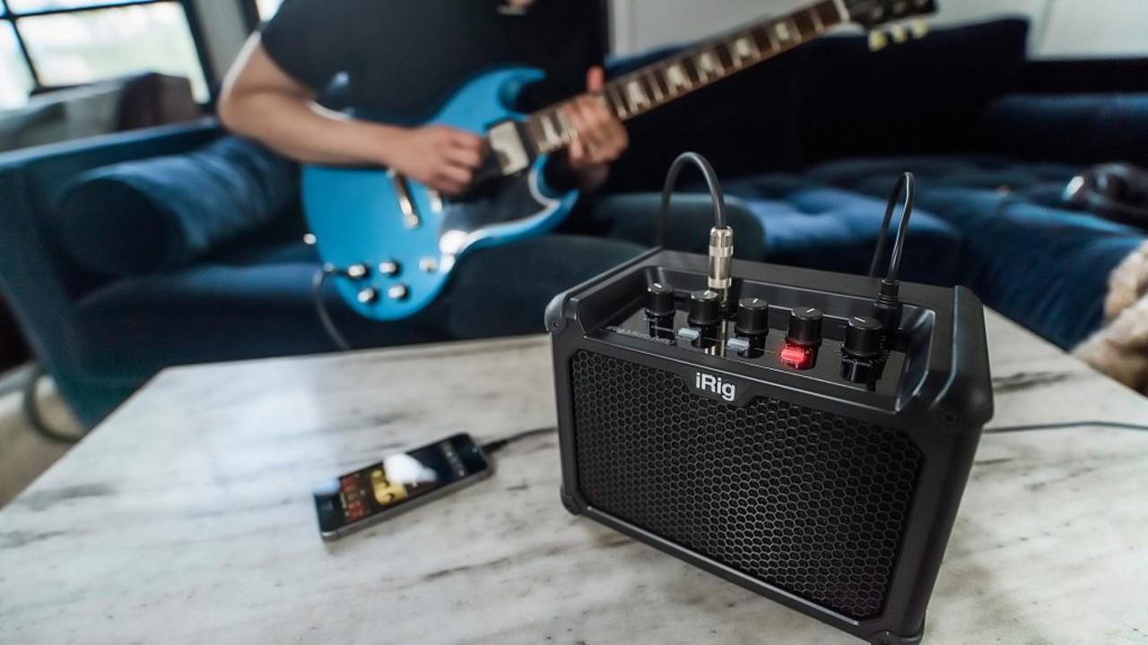 ストリートでもライブハウスでもOK! iPhone、iPad、Mac/PCで音作りできる多機能コンパクトギターアンプ