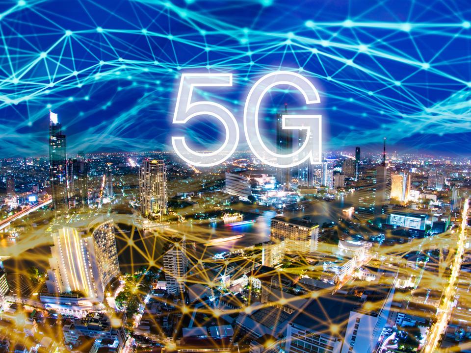 5Gに必要な周波数帯が楽天モバイル含む4社に割り当てられる。日本も本格始動に向かってる感