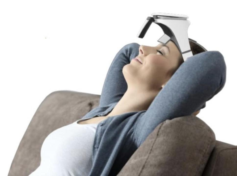 頭にくっつけるスクリーンって何?電源不要でスマホを手軽に大画面仕様にできる「VISOR-X」が終了間近