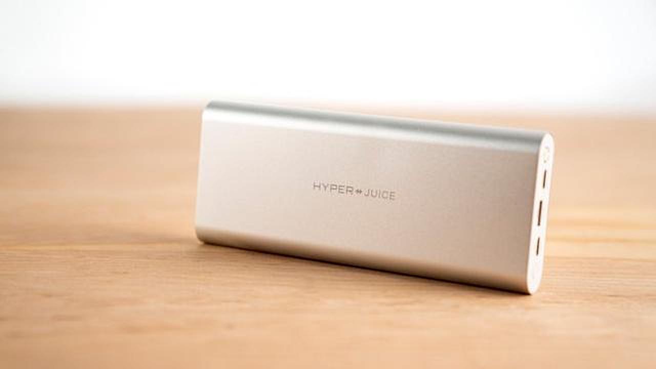 このモバイルバッテリーはMacBook Pro15インチも充電できる。USB-C×2って完全体かよ