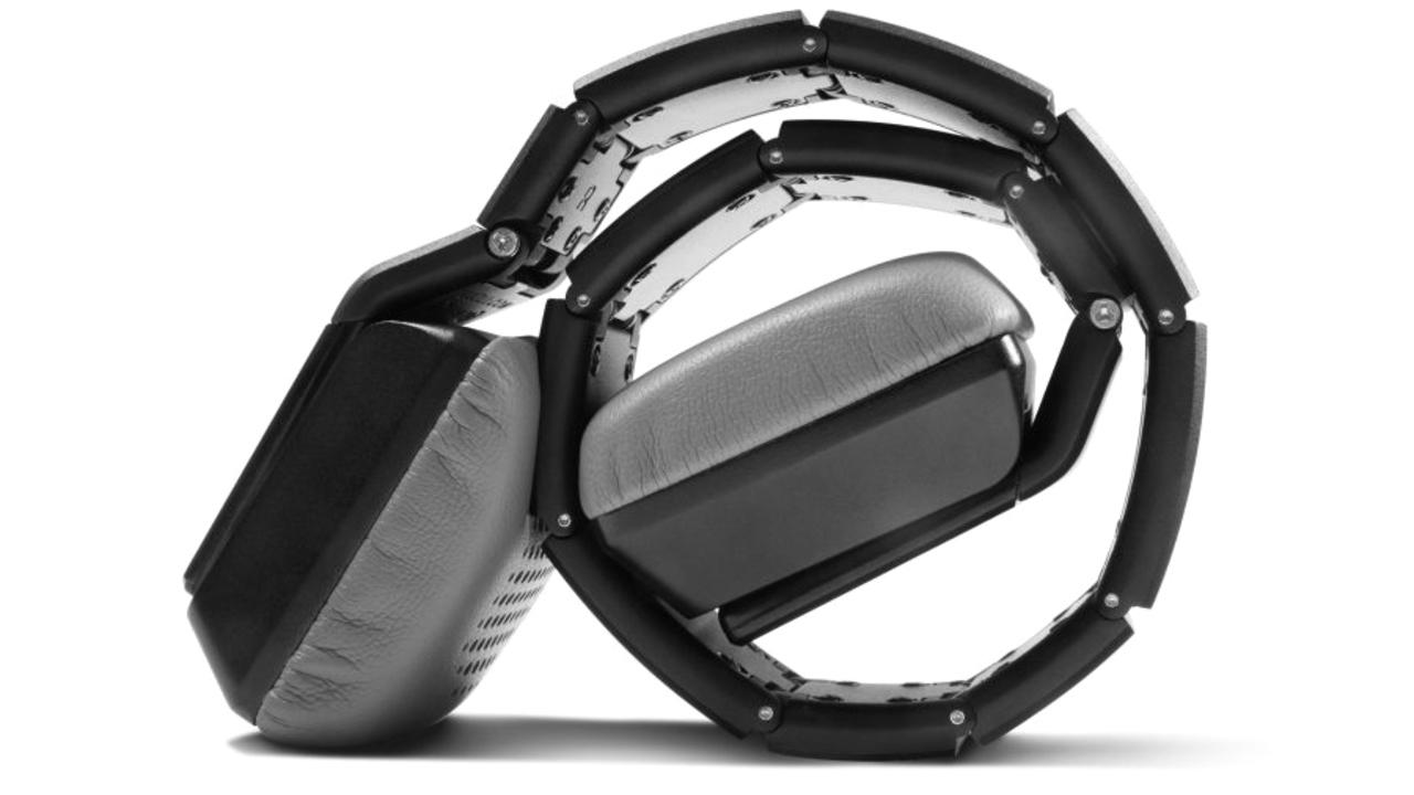 40万円オーバーのヘッドフォン。スイスの高級時計職人がハンドメイドしてますもの