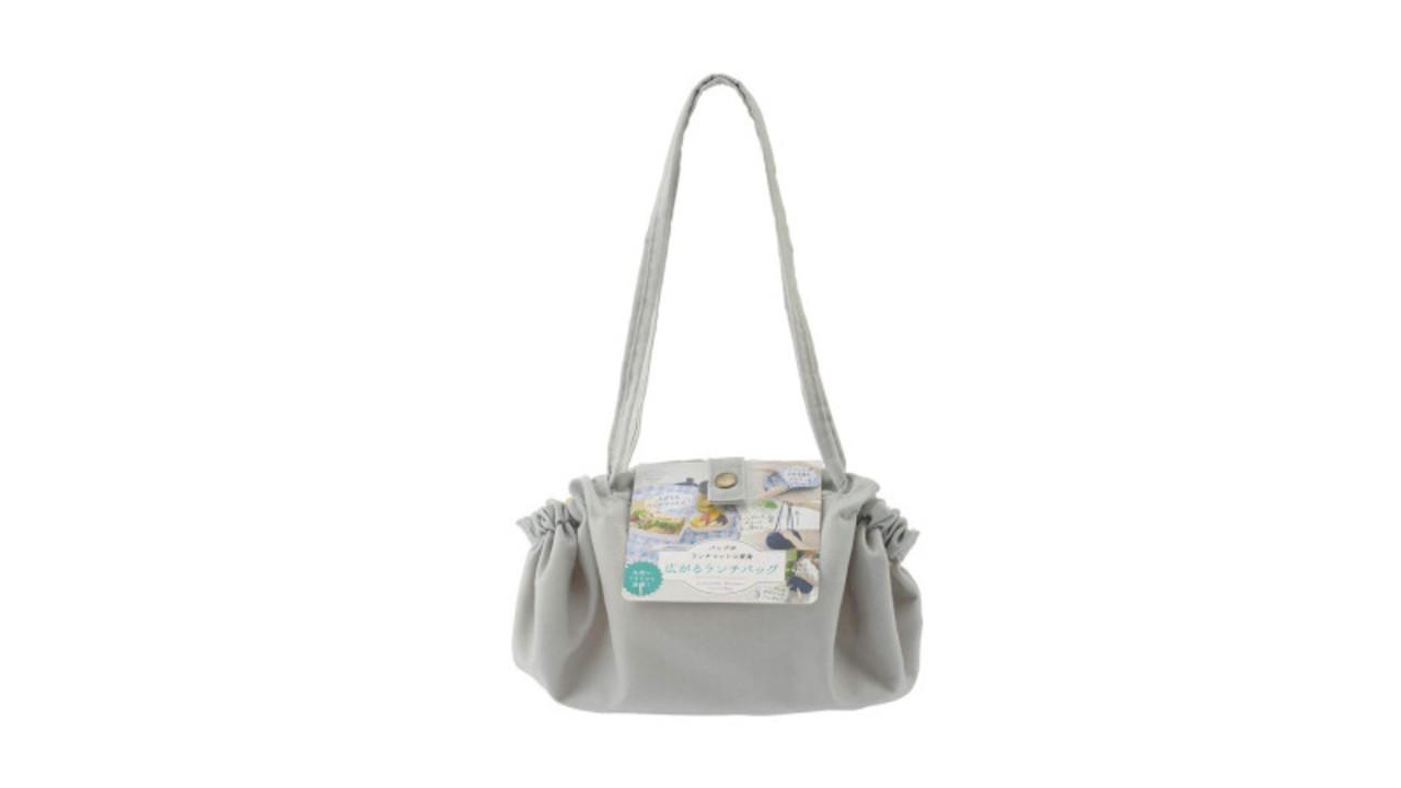 このバッグ、ひとつで3役こなす優れものなんです。忙しい朝のお弁当包みに役立つね〜!