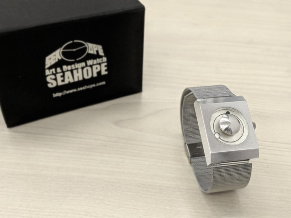 これほど宇宙を身近に感じる時計はないかも⁈ 日食がモチーフのデザインウォッチ「Eclipse Neo」を使ってみた