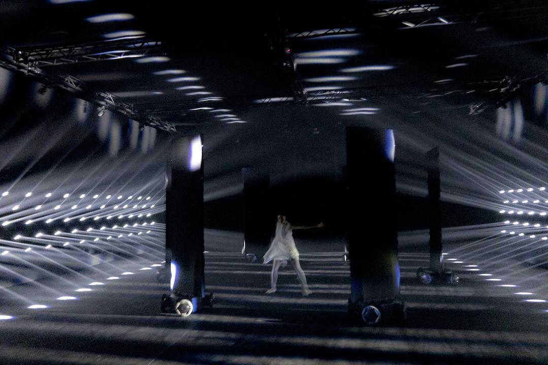 LEXUS×ライゾマティクスによる「光とダンサーの共演」。それを実現させたLEXUS最新のLED光テクノロジーとは?