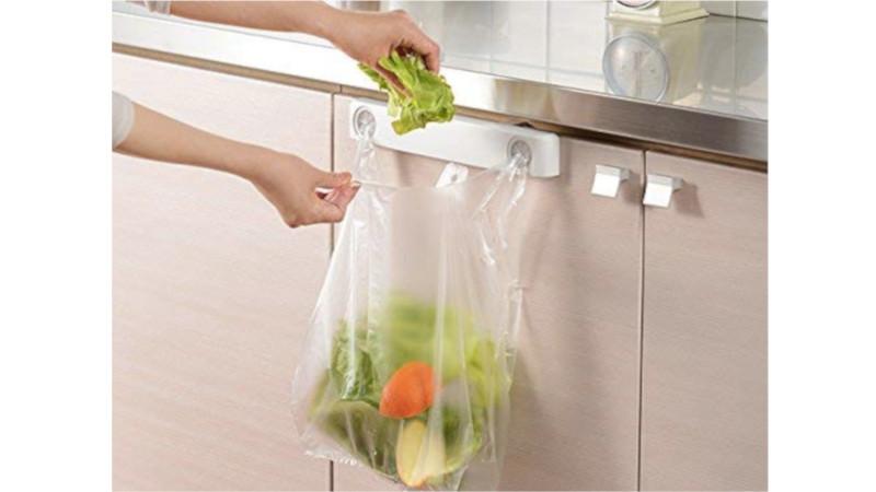 濡れた手でも簡単にゴミを片付けられる「ムニッとレジ袋ホルダー」