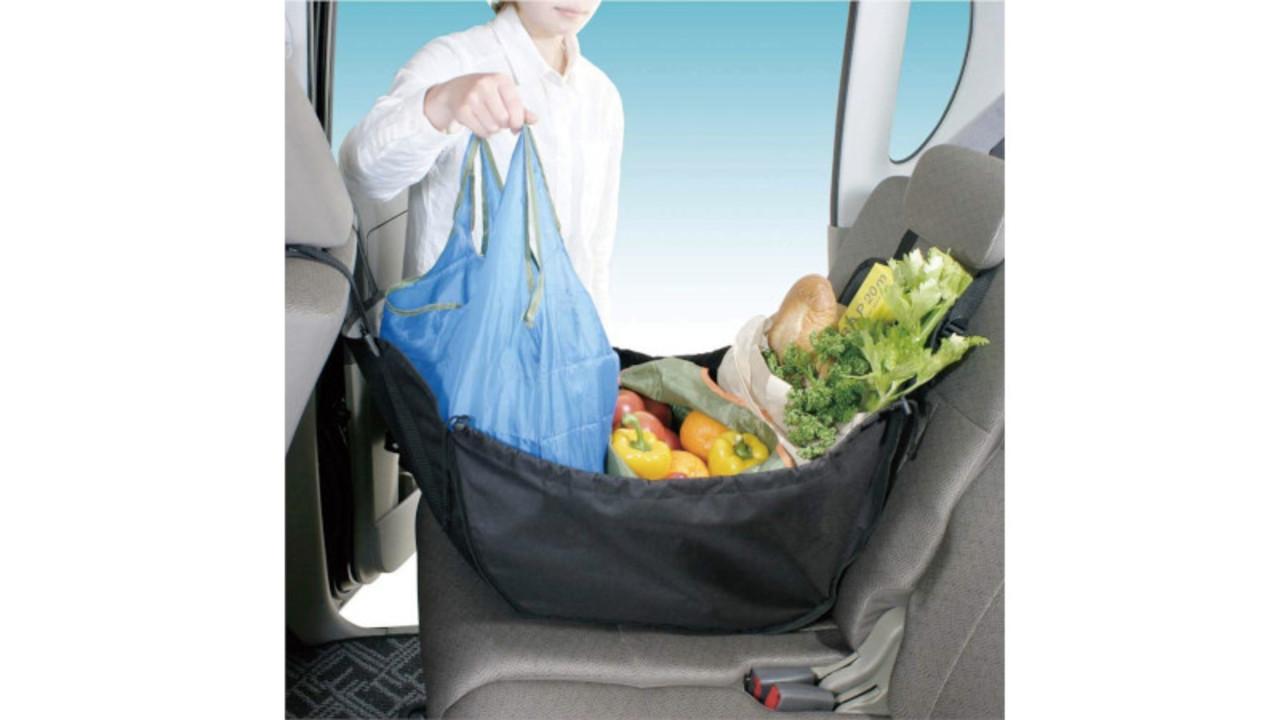 運転中、荷物の転倒防止にはハンモックバッグ。そのまま運ぶこともできて便利すぎる!