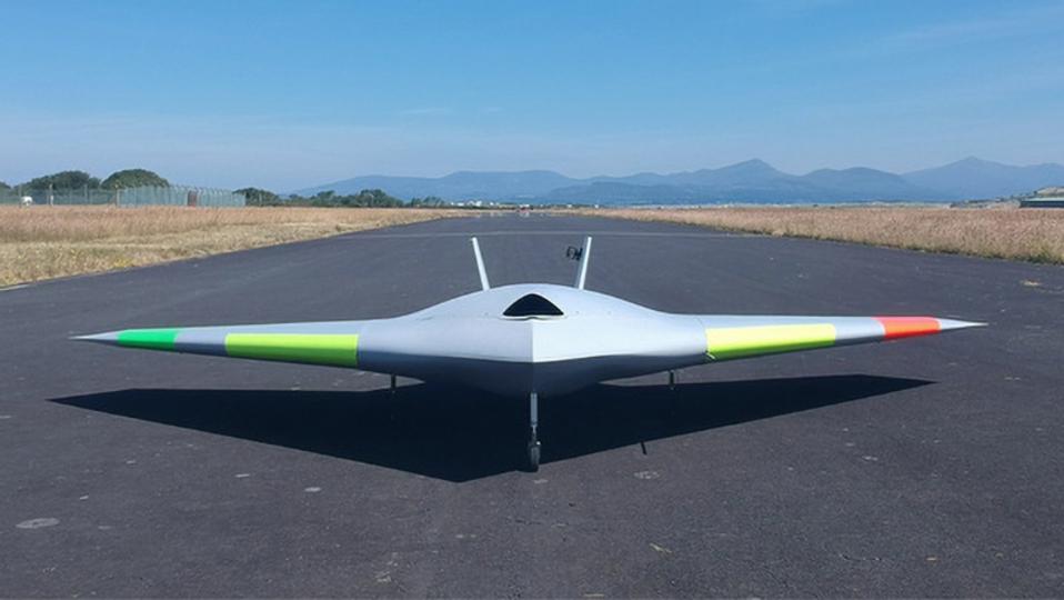 フラップがない無人航空機が完成。超音速のジェットで操縦