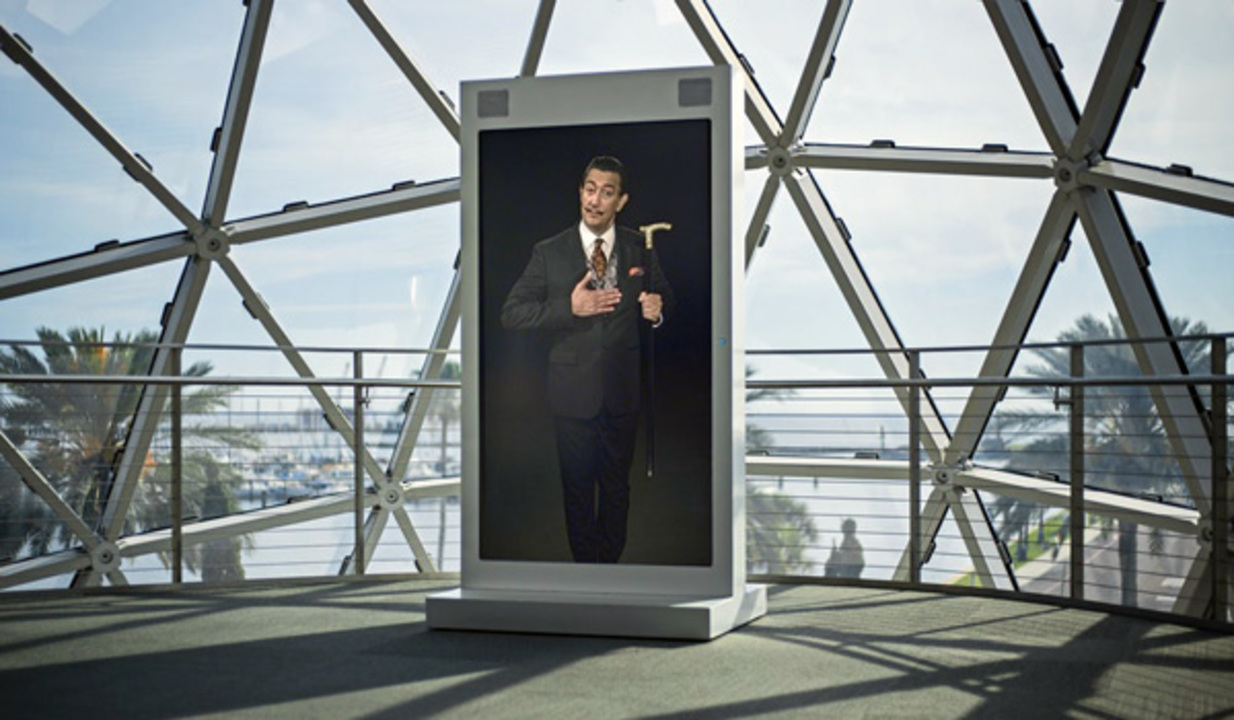 AIが生成したサルヴァドール・ダリ。美術館で自らの人生を語り、スマホで自撮りしてくれるよ