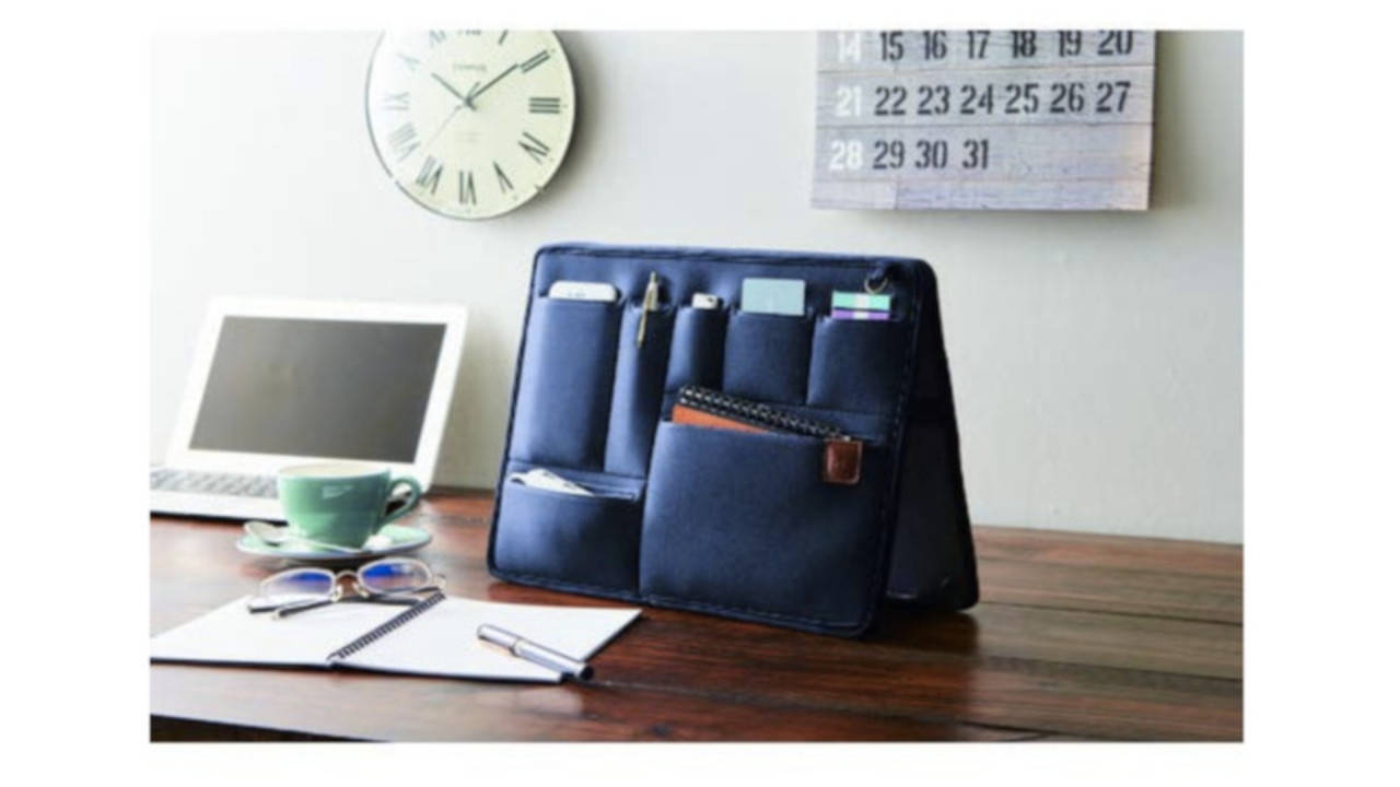 自立するバッグインバッグなら、バッグの中もデスクの上も簡単に整理整頓! 持ち運びもスムーズ