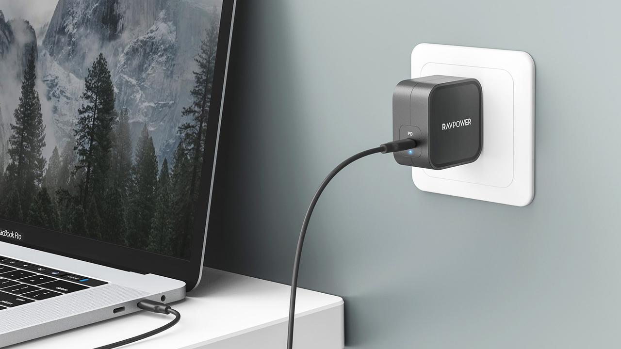 旅するMacBookユーザーに朗報。Apple正規品の約半分サイズの充電器あり