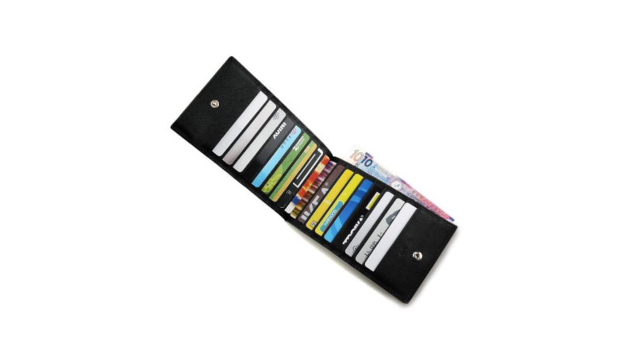 カードが18枚も入るスリムな長財布。クレカもポイントカードもまとめて管理しちゃおう