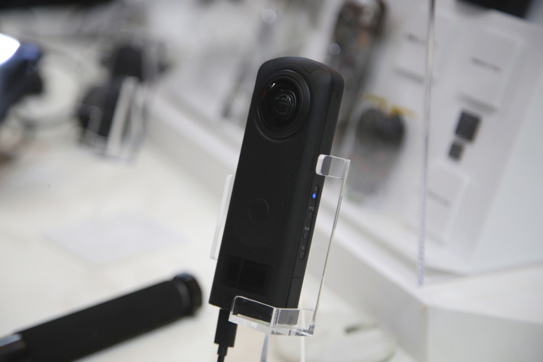 RICOHの「THETA」はプラグインで強くなる! シングルレンズ撮影やクラウド連携、VR接続に対応
