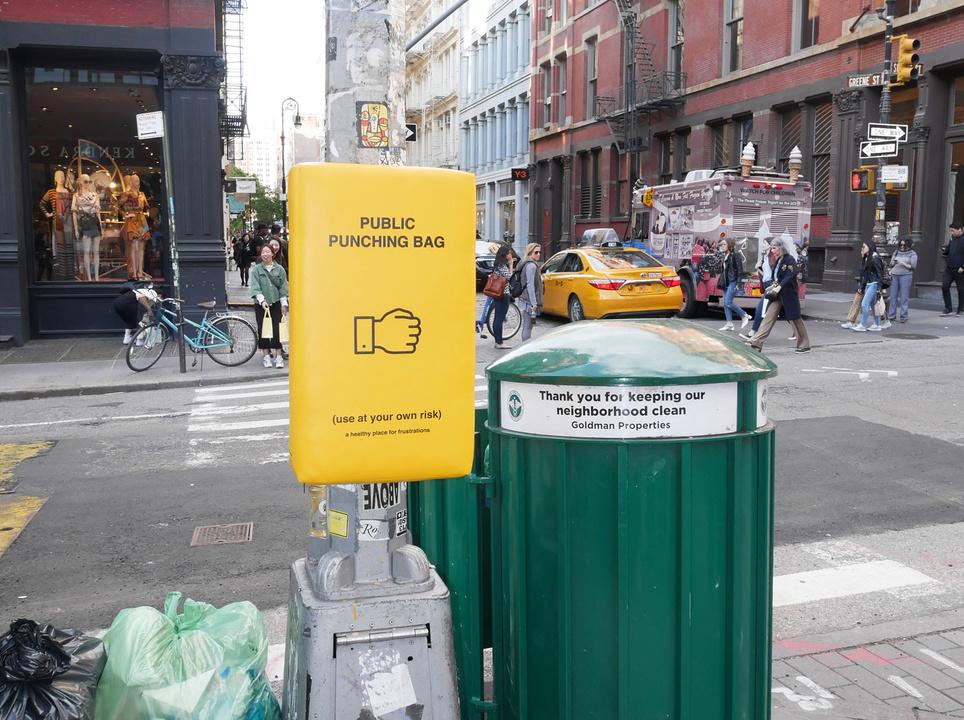 ストレスの多い現代人に、公共パンチバッグを設置するデザイン・プロジェクト