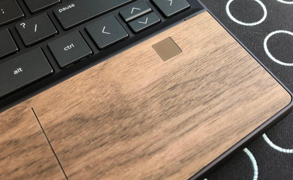 HPのラップトップ「Envy」「Elite」の新モデルをハンズオン! 木のトラックパッドは精度も抜群 #COMPUTEX 2019