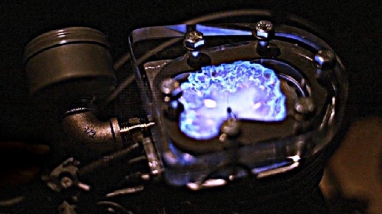 エンジンがかかると、シリンダー内ではこんな科学反応が起きている