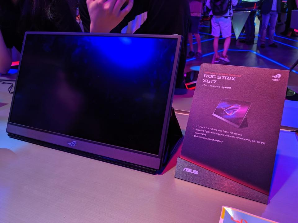 世界初の240Hzモバイルディスプレイ「ROG Strix XG17」:このヌルヌルに耐えられるGPUが欲しくなる #COMPUTEX 2019