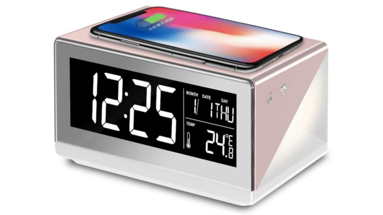 ベッドサイドには多機能なワイヤレス充電器はいかが? 間接照明や温度計、目覚まし時計の機能も