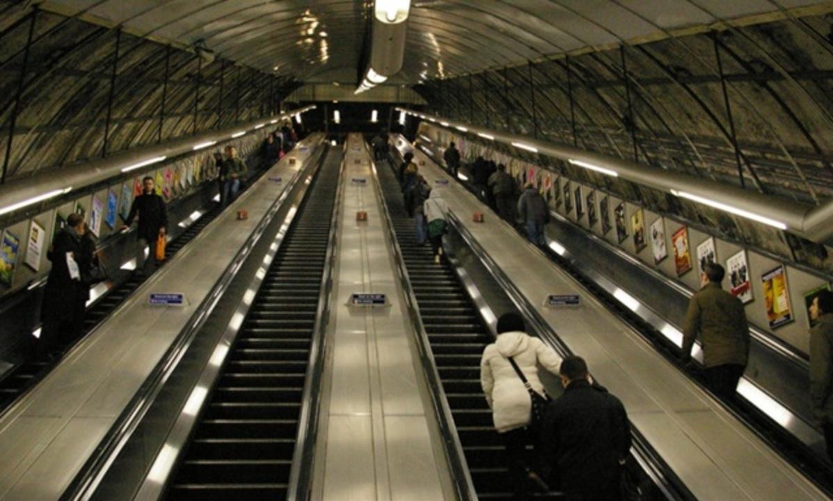 エスカレーターは歩かずに立ってるほうが結局速い。ロンドン地下鉄が実証