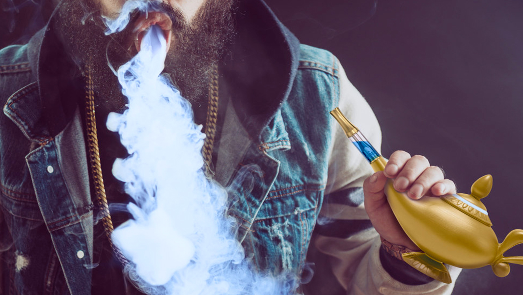魔人を吸い込む、『アラジン』魔法のランプ型Vape