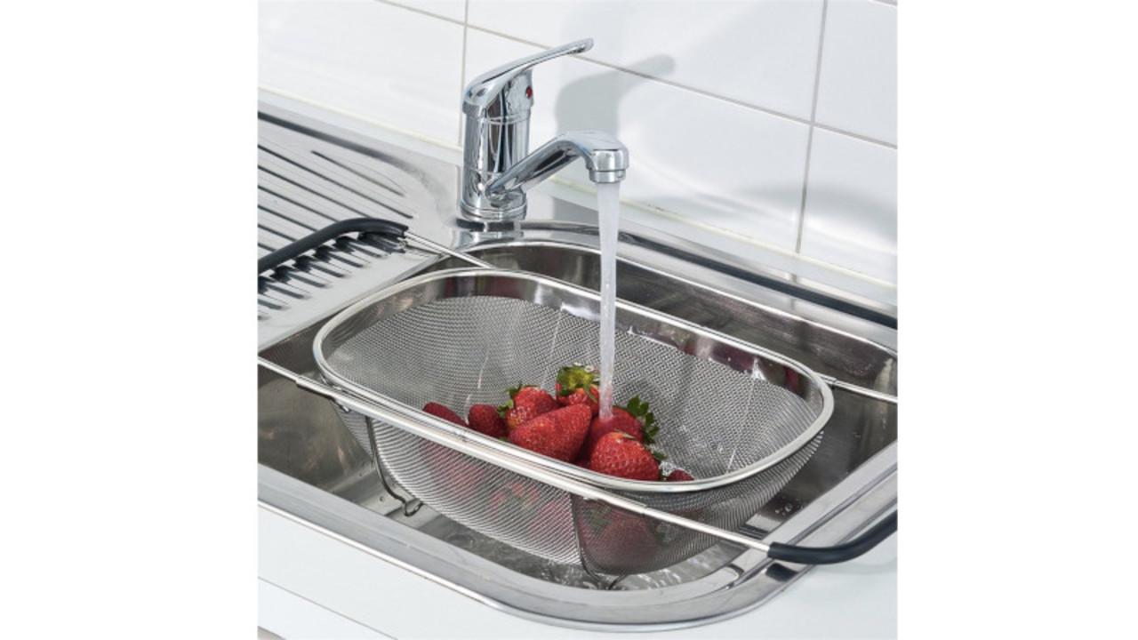 シンクに直接置かずに食材を洗えるバスケットなら衛生的だ~!