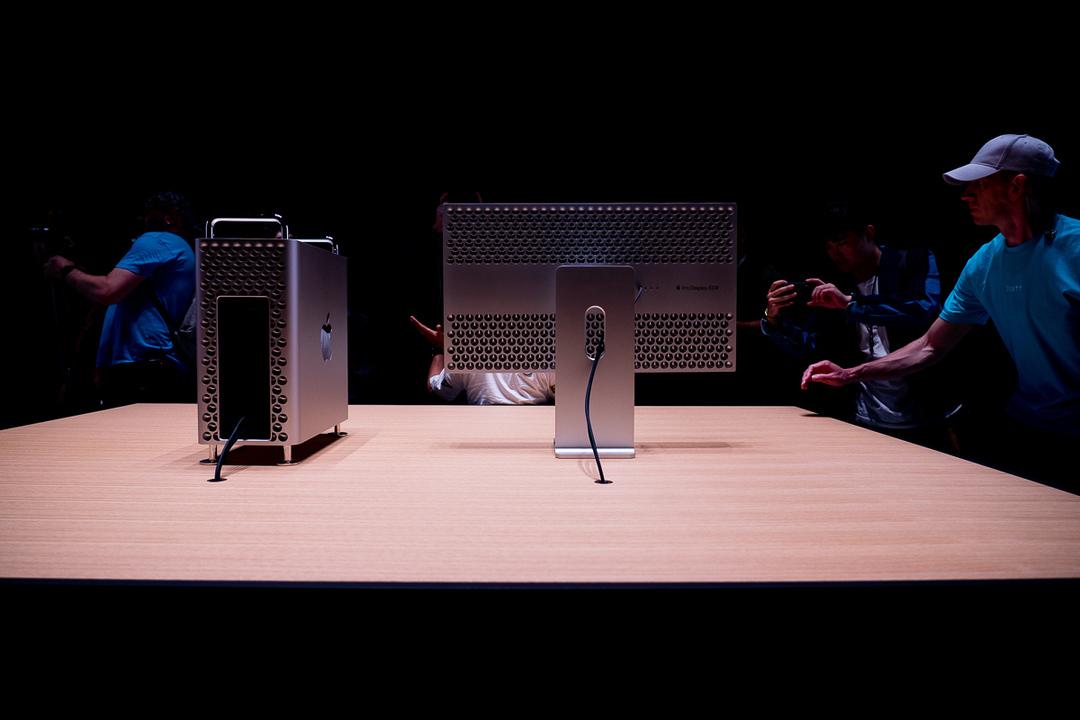 これはARじゃありません。正真正銘、本物の新しいMac Proです