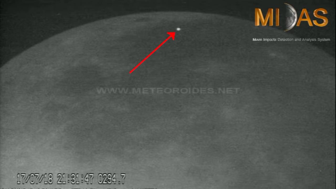 月に隕石が激突する瞬間を動画で!