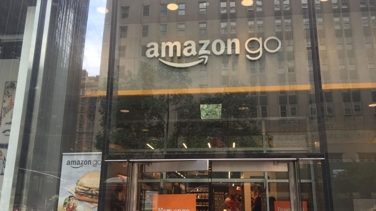 キャッシュレスコンビニ「Amazon Go」で現金で買い物したら担当者に申し訳ない気持ちになった