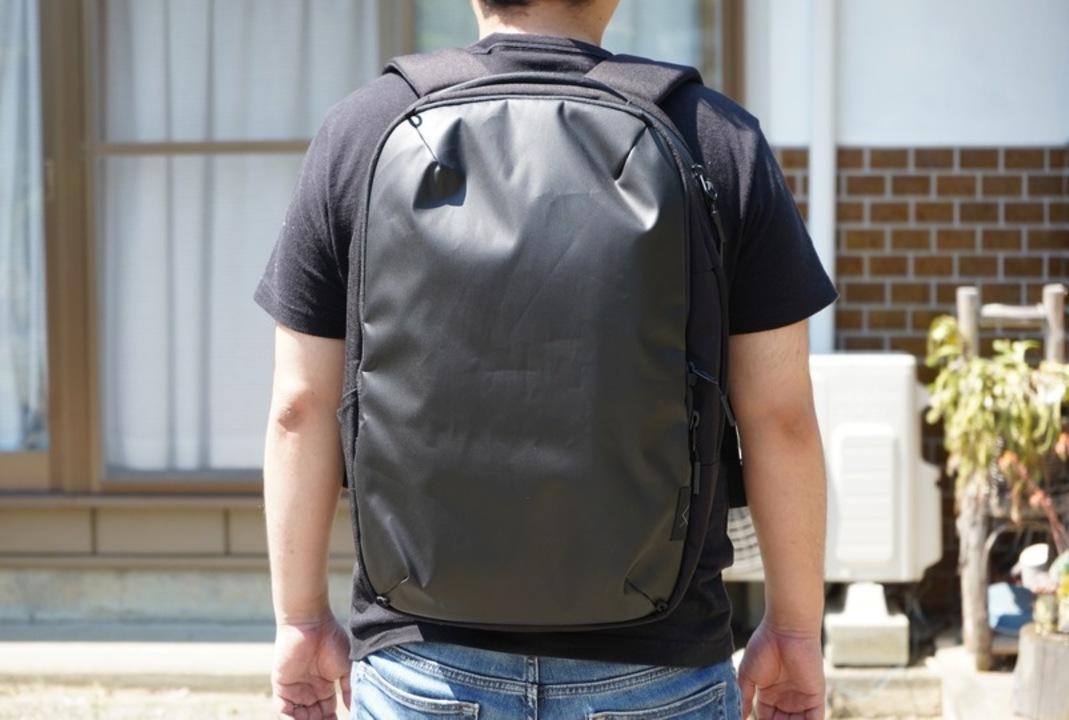見た目はシンプルでスマートなバックパック。 撥水性と収納力の高さにこだわったWEXLEY「ACTIVE PACK」を使ってみた