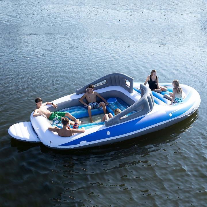 セレブ気分でパーティーだ! 3万円のクルーザー型ゴムボート
