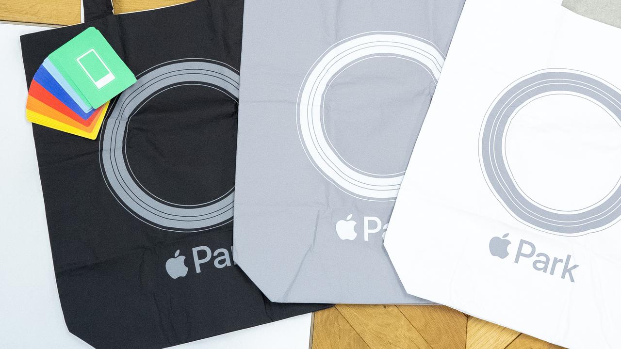 【プレゼント】WWDCのついでにApple Parkで買ってきたグッズ、贈ります