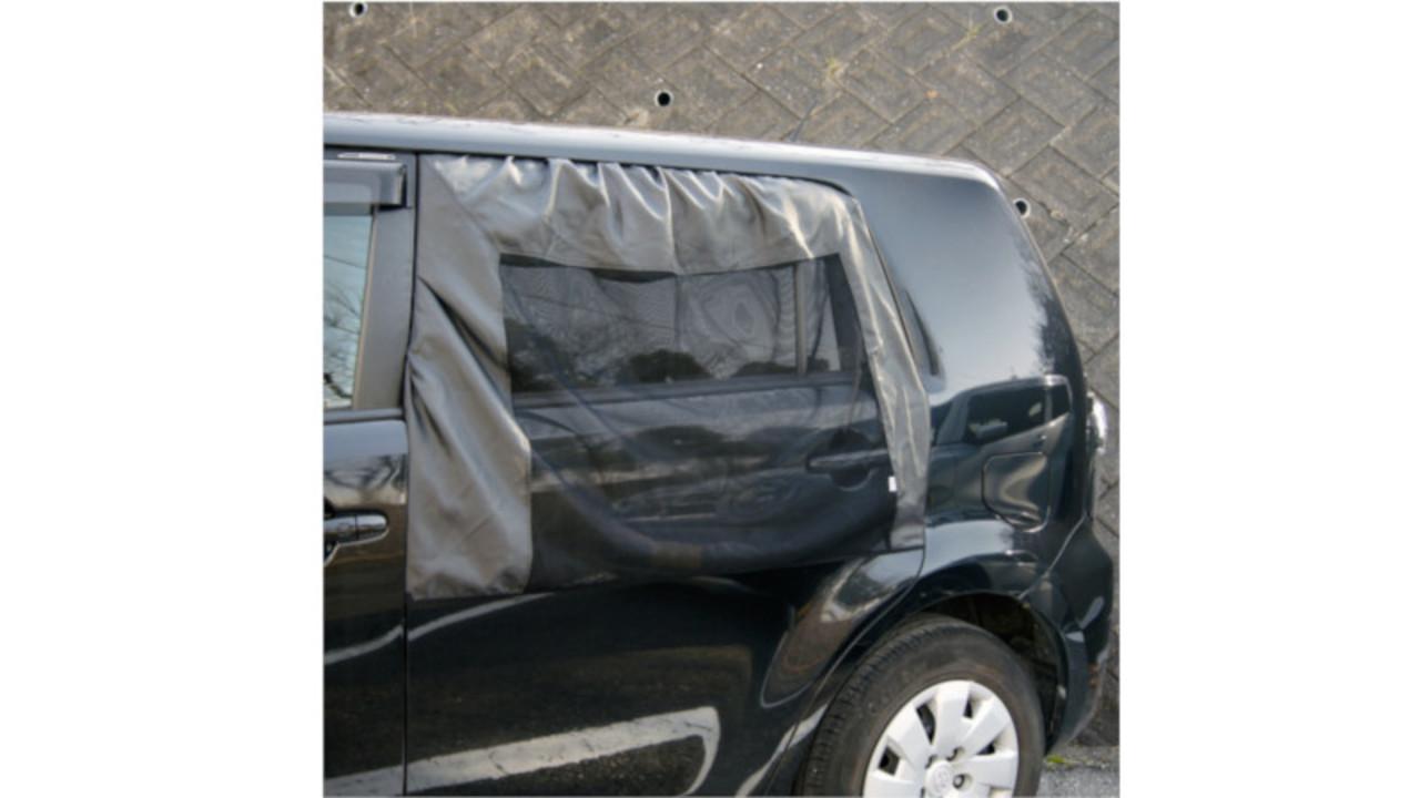 風は通しても虫は車内に入れない。メルテックの車窓用虫除けウインドーネット