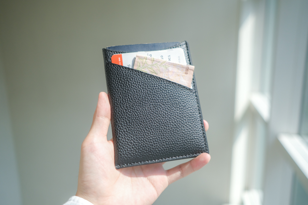 ありそうでなかった、海外旅行を便利にしてくれるミニマルサイズの「Dash Travel Wallet」を使ってみた