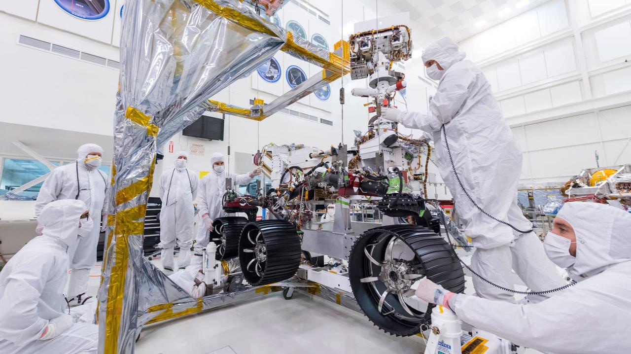 次世代火星探査機「MARS 2020」に車輪とサスペンションがついたぞ!