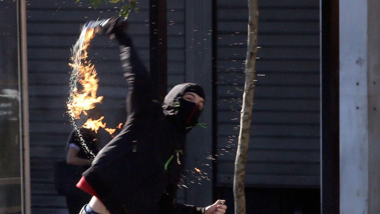 火炎瓶男、落としたUSBメモリからハッカーだとバレてしまう