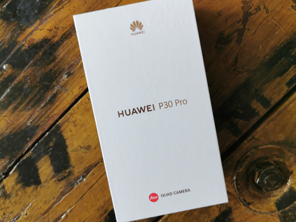 Huaweiスマホのアメリカへの配送をFedExが拒否…の後に謝罪