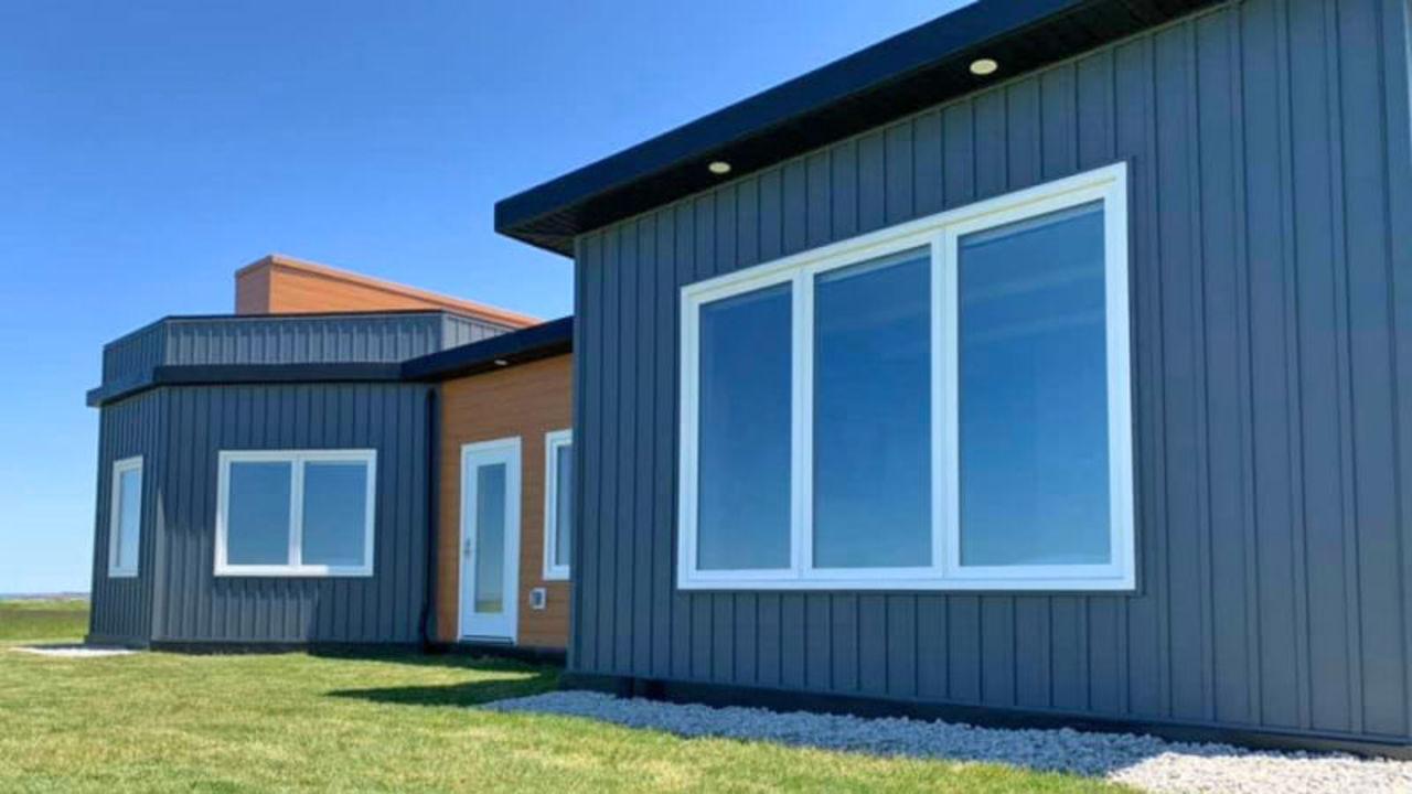 風速524kmの暴風に耐えられる家の壁。材料はなんと約60万本のペットボトル!