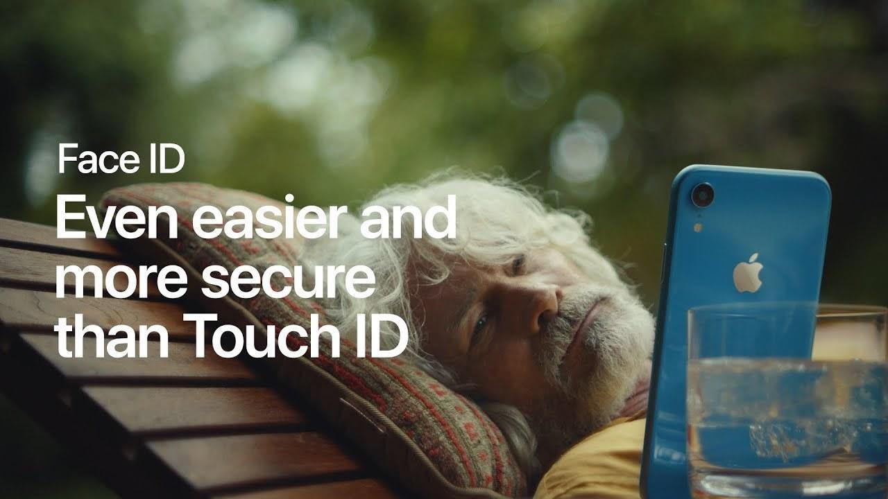 Face IDで「寝たまま通知チェック」。でもこの角度、ホントにアンロックできる!?