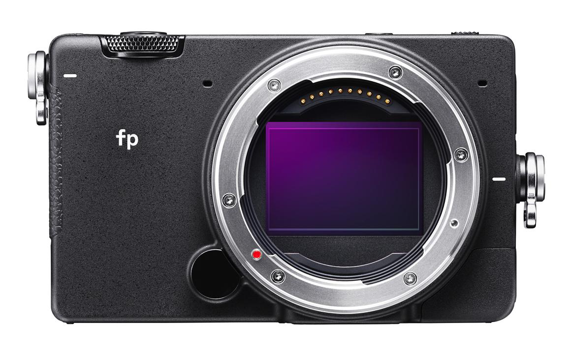 コンデジサイズのフルサイズミラーレスカメラ「SIGMA fp」が発表! このコンセプト、アリすぎる