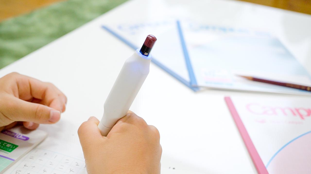 悩める親子のやる気パワーも溜まるかな? コクヨのIoT文具「しゅくだいやる気ペン」