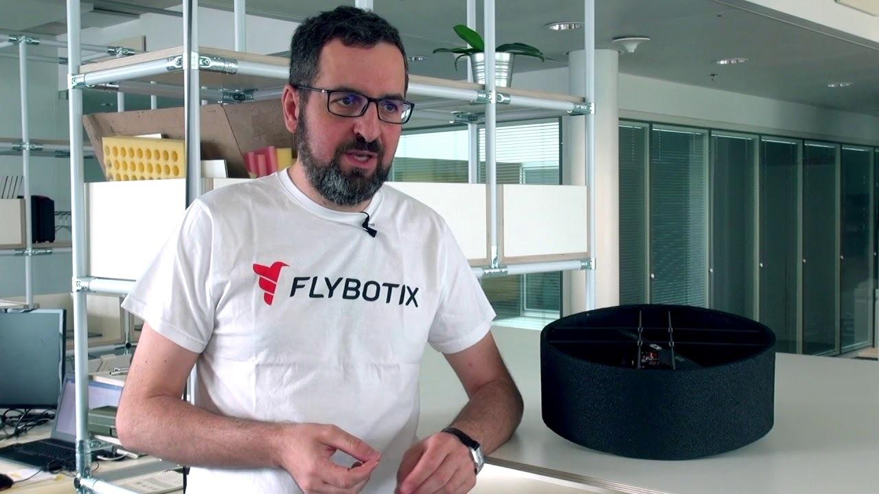 たった2つのローターで飛ぶUFO風ドローン、スイス連邦工科大学ローザンヌ校が開発