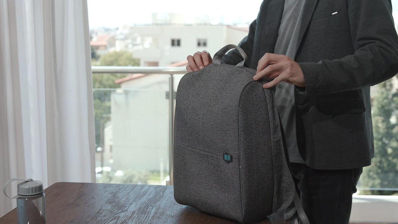 防刃って、つまりは高耐久ってこと。ドイツ発の多機能軽量バッグパック「MetroBag」がまもなく終了