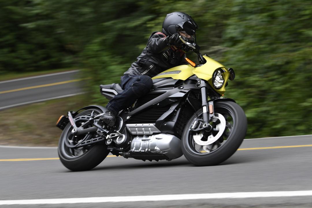 このバイク、生きてる! 電動ハーレーダビッドソン #LiveWire キュイーンとデビュー
