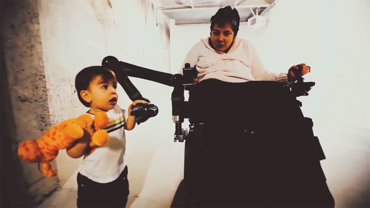 人間に新しい手をくれる。車椅子用ロボットアーム