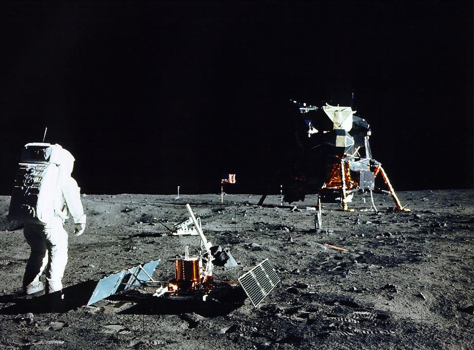 NASA月面着陸から50年。10万円で買った映像テープが約2億円で落札される