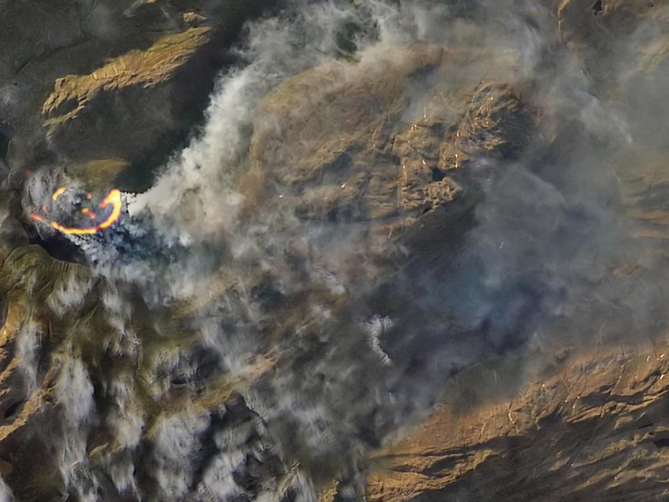 北極圏が燃えている…!衛星写真に写る黒煙が、超リアルで怖い