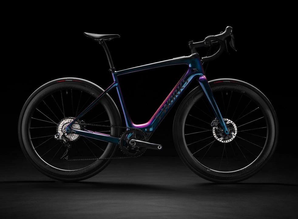 重さわずか12.2kgの電動アシストロードバイクが登場。専用アプリでモード切り替えも